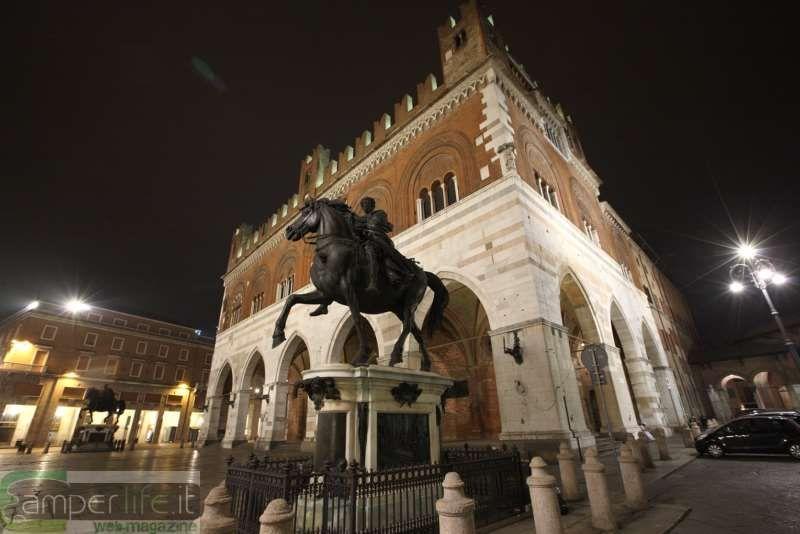 Piazza dei Cavalli e il Gotico - Piacenza