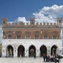 Piazza Cavalli con Palazzo Gotico